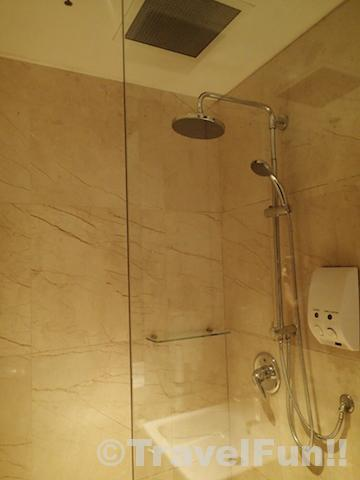 SILVER KRIS LOUNGE SHOWER